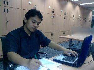"""Pekerja kantoran (5) """"Employer of the month, 'sultan' si multitasker, liat tangannya"""""""